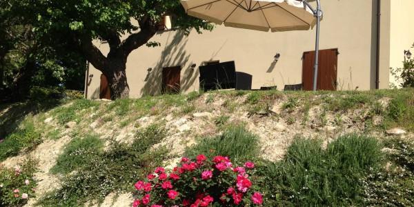 Casa colonica con ottime rifiniture chiamacasa agenzia - Rifiniture giardino ...