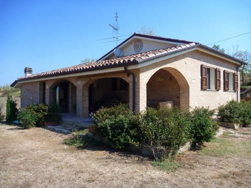Casa con giardino chiamacasa agenzia immobiliare di for Casa piano diviso